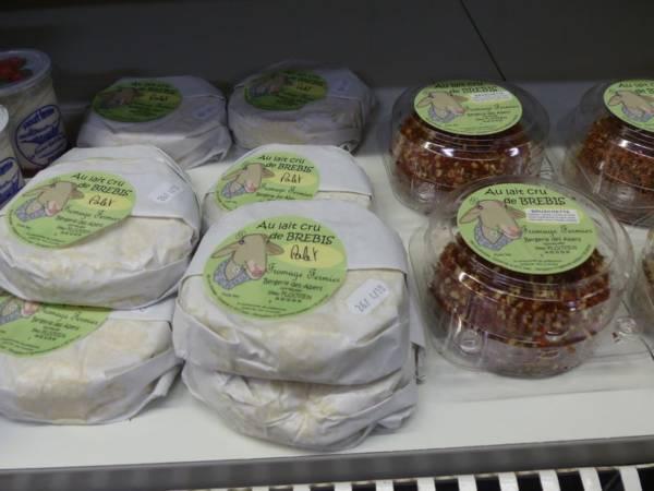 Fromage au lait de brebis proposé au magasin de la Ferme de Keroudy